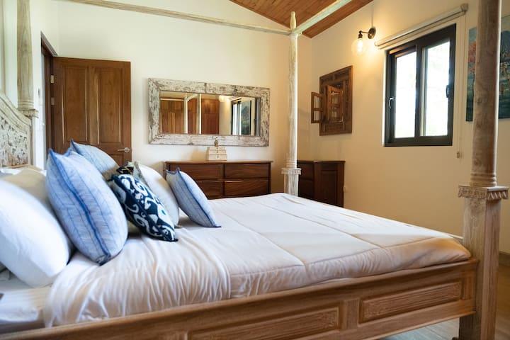 Dos Cocos Bedroom