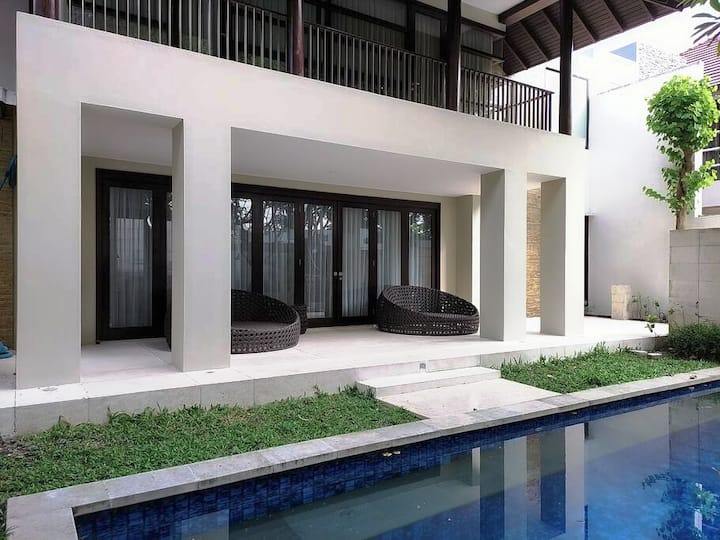 House with private Pool, with Villa concept