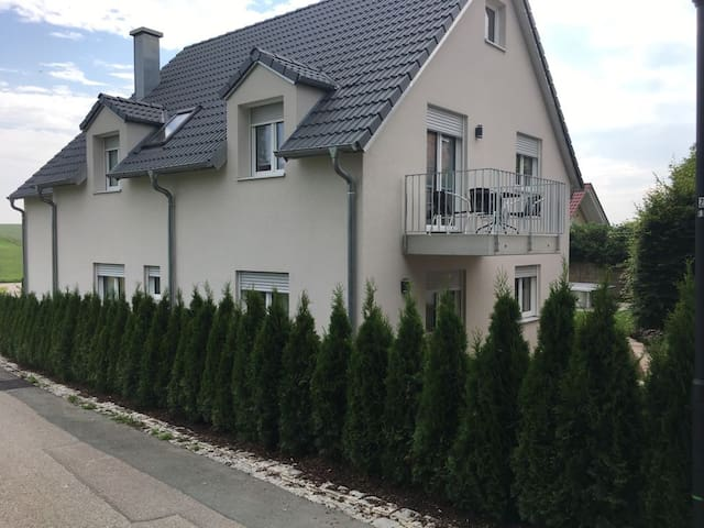 Neu gebaute Ferienwohnung TONI nahe München