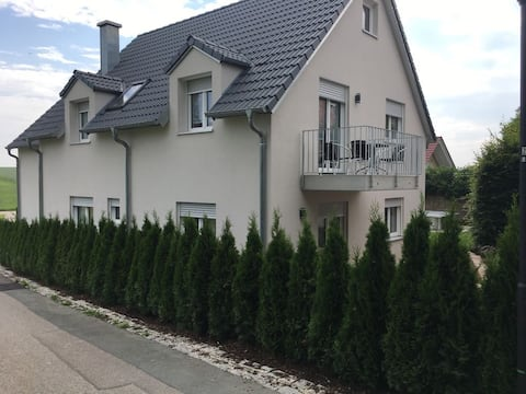 Vastarakennettu asunto TONI lähellä Müncheniä