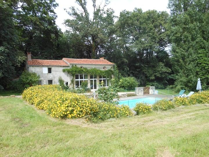 Nature, calme et piscine privée pour 11 personnes