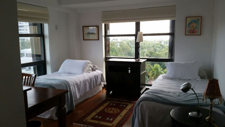 1 bedroom 2 beds and bath free park .beach acces . - Key Biscayne - Bed & Breakfast