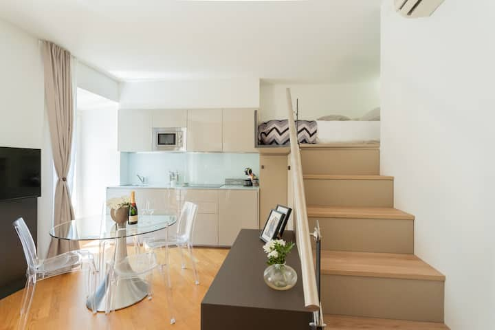 CHARMING APARTMENT IN THE CENTRE OF COMO