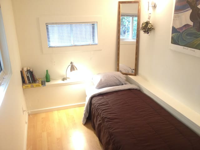 Semi-Private Bed in Study - Great Location - Vancouver - House