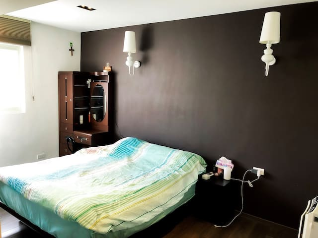 Clean sweet home in central Taipei 家庭房 5 min MRT