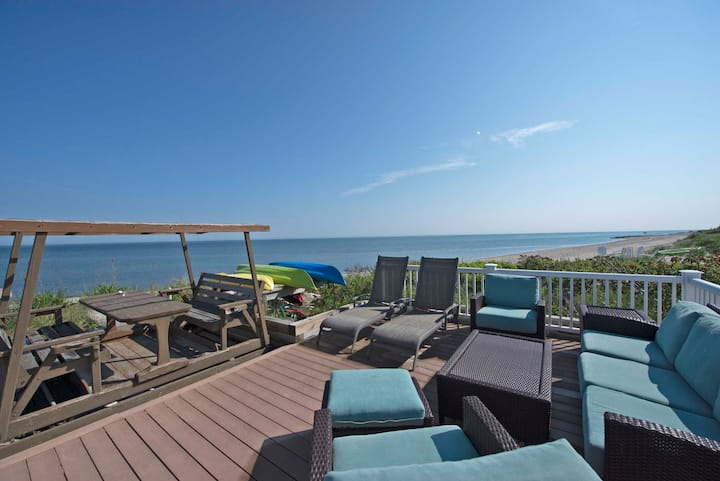 ❤️WatersEdge Beach House with Jacuzzi On the beach❤️