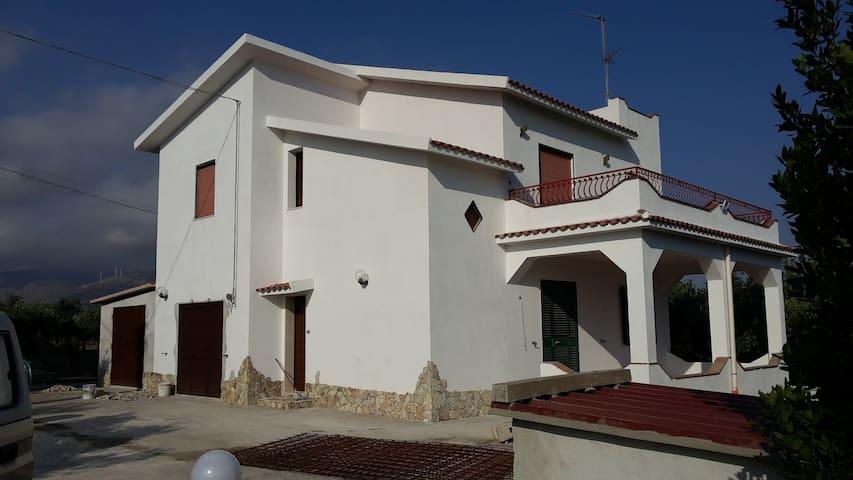 Affittasi splendida villa in zona rurale - Sciacca - Vila