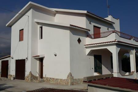 Affittasi splendida villa in zona rurale - Sciacca - Villa
