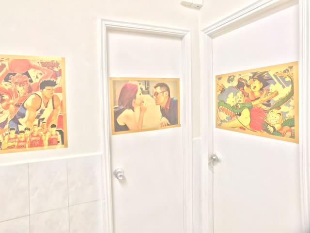 電影特色裝修旺角朗豪坊附近1分钟地铁站两房一厅兩廁所多窗干净舒适送本地街舞课2晚有折扣适合4人家庭住