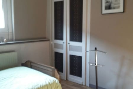 room and private bathroom, - Lille - Haus