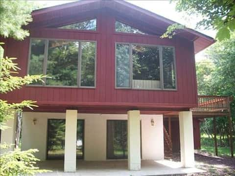 Spacious Mountain Retreat - Close to Attractions!!