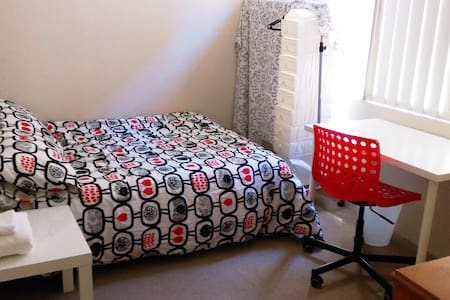 A cosy private room in a popular area - Dulwich Hill