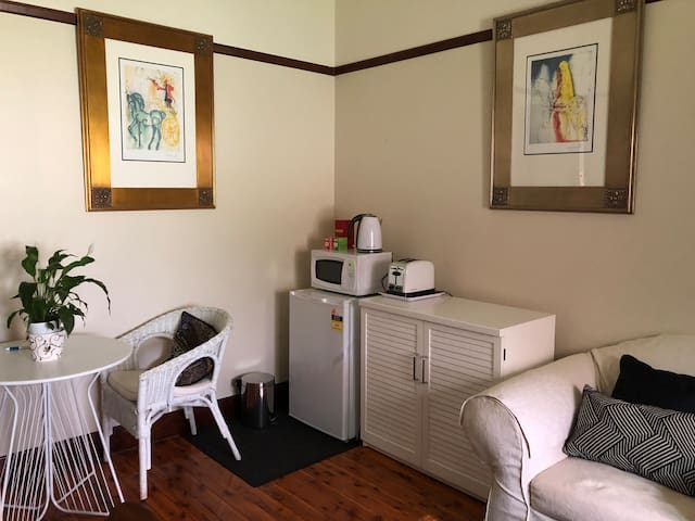 Charming private rooms in Central Wagga