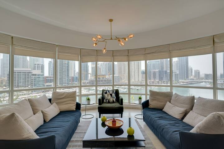 ★ Airy Apartment with the BEST View of Marina!