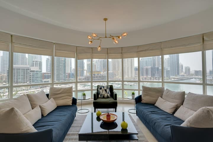 ★ Modern Apartment with the BEST View in Marina