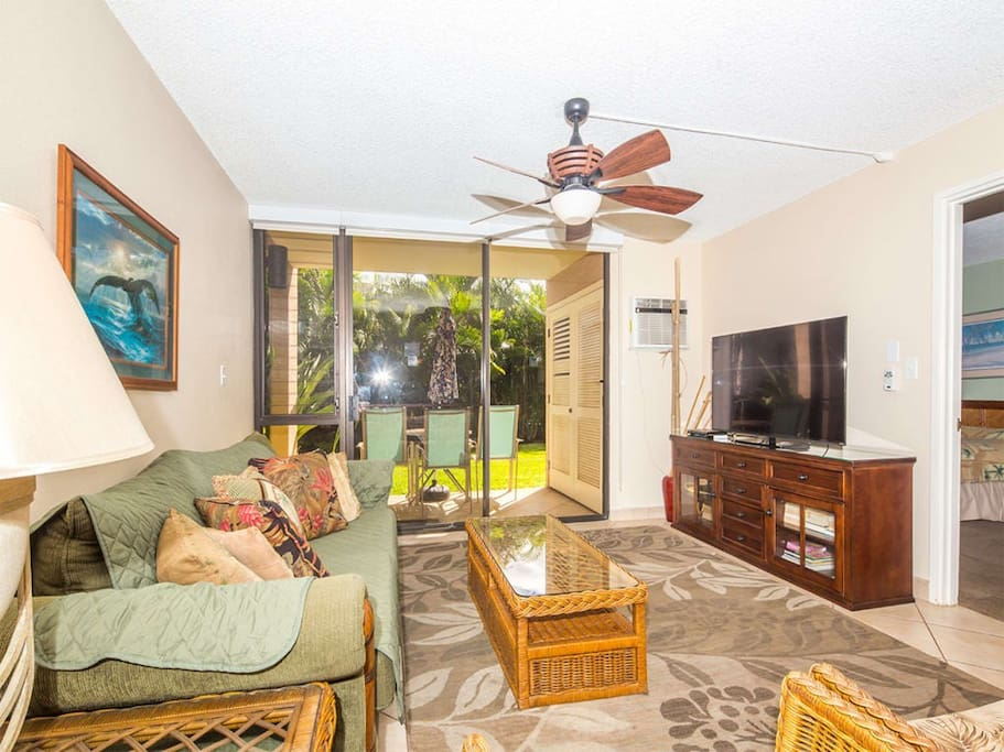 kamaole-sands-2br-st-9105-living-room-02.jpg