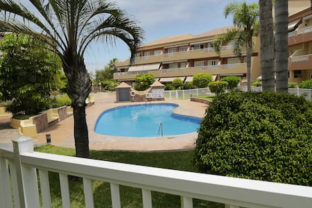 Private double room in cozy, calm apartament, B&B - Puerto de la Cruz - House