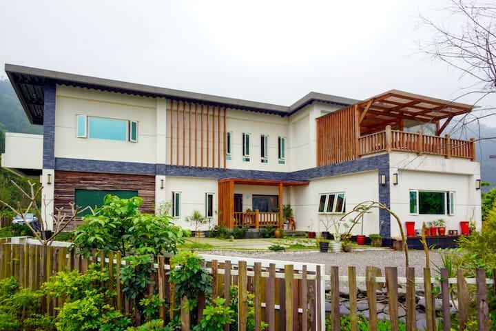 宜蘭梅花湖附近之莊園,三面環山綠意盎然,適合三五好友及全家大小遊玩。 - Dongshan Township - Haus