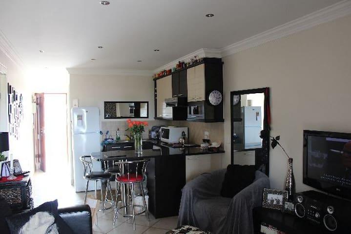 Walking distance from main beach - Jeffreys Bay - Apartment