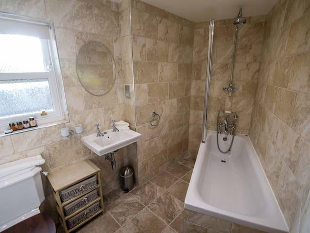 Room 7 bath