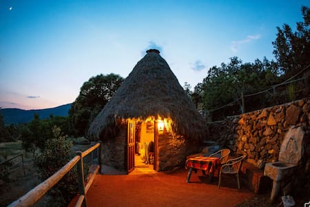 Chozo celta en plena naturaleza - Candeleda