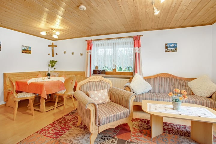 Cosy Apartment König with Terrace, Wi-Fi, Garden & Mountain View; Parking Available, Pets Allowed