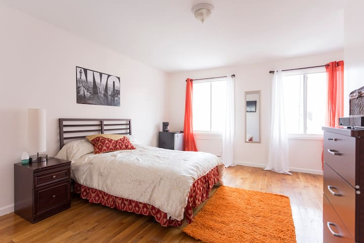 Comfortable Spacious Room near the Yankee Stadium - Bronks - Dom