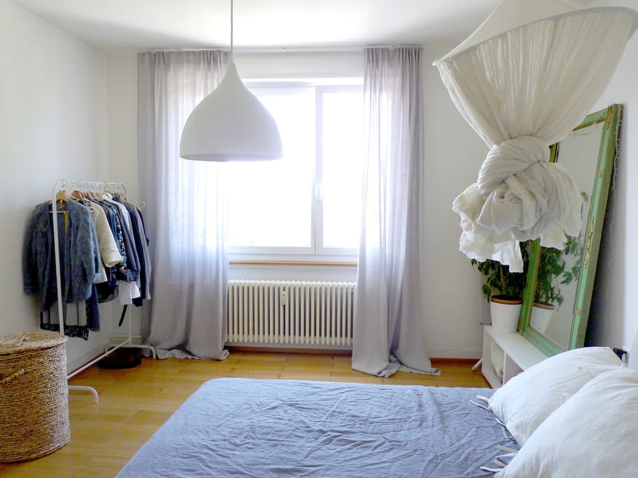 Bedroom / Schlafzimmer / Chambre