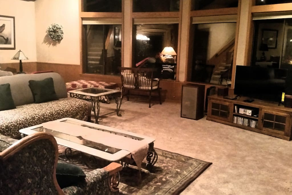 Huge room with a wall of windows looking out on the redwoods. Lopi wood stove, CD player, smart TV. Books, games,