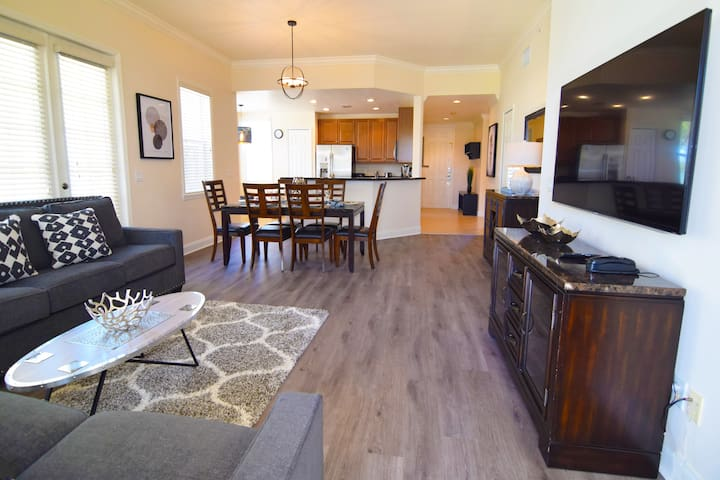 Fantastic 3 bedroom/2 bathroom Reunion Condo