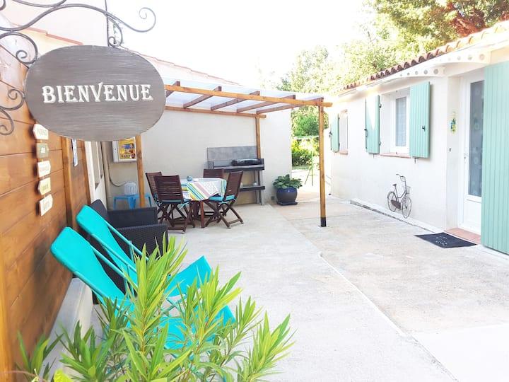 Petite maison, indép. très propre, calme, piscine