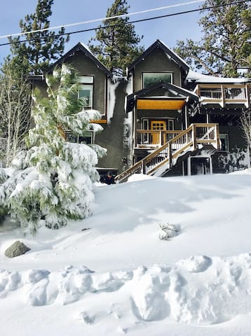 .5 mile from Heavenly -Tahoe Rm in Modern Mtn Home
