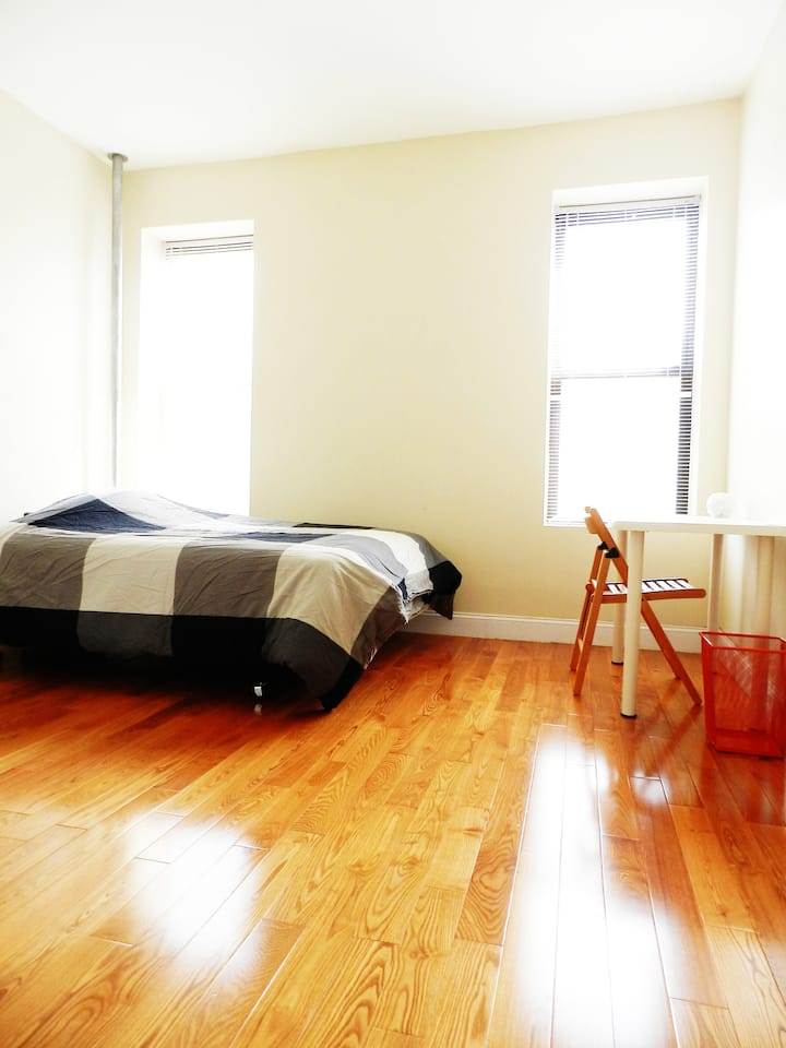Lovely & Spacious Manhattan Room - Perfect for 2