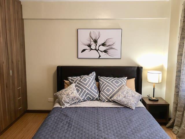 BRAND NEW + MODERN + COZY 2 BEDROOM LOFT (B)