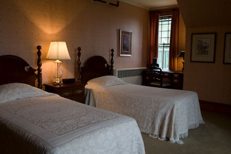 The Cottage Room at the ELMS