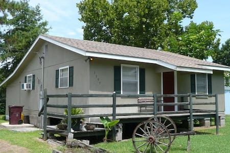 Bayou-side Cabin - Morgan City