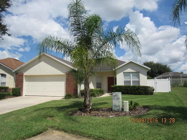 Esprit 3/2 Pool Home property, fully furnished, with full kitchen, and all linens and towels - DAVENPORT - Casa