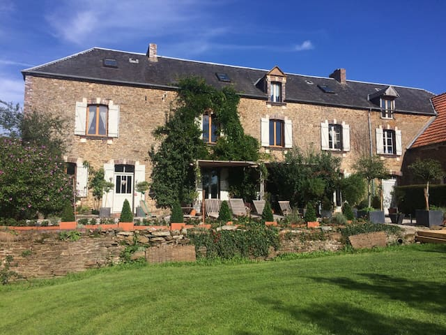 Grand Farmhouse and Medieval Turret - Saint-Jean-de-Savigny - Casa