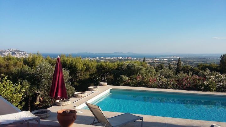 Very nice villa with stunning view on the see