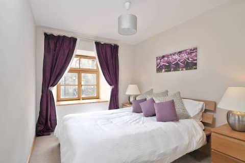 Lovely converted whisky bond apartment, Edinburgh