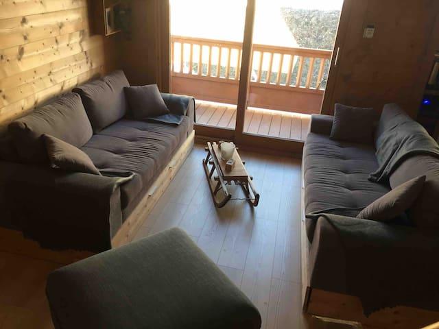 Petit coin cosy avec ces deux canapés avec couchage (tiroirs)