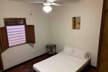 Suite/AC/private entrance & bathroom/wifi/Smart TV