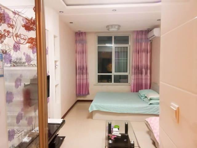 财富广场商圈温馨日租公寓大床房