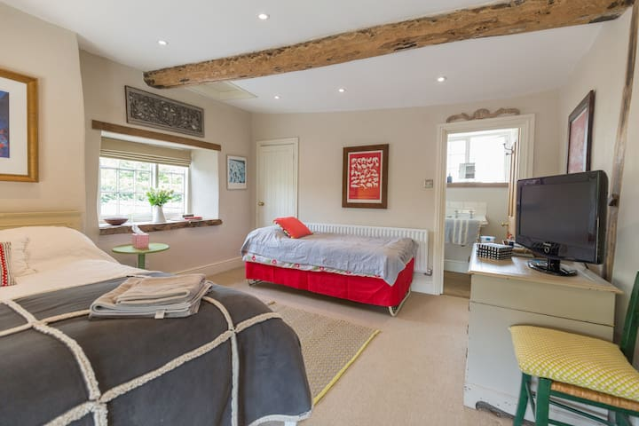 Double bed room  with ensuite - Stoke Goldington - Bed & Breakfast