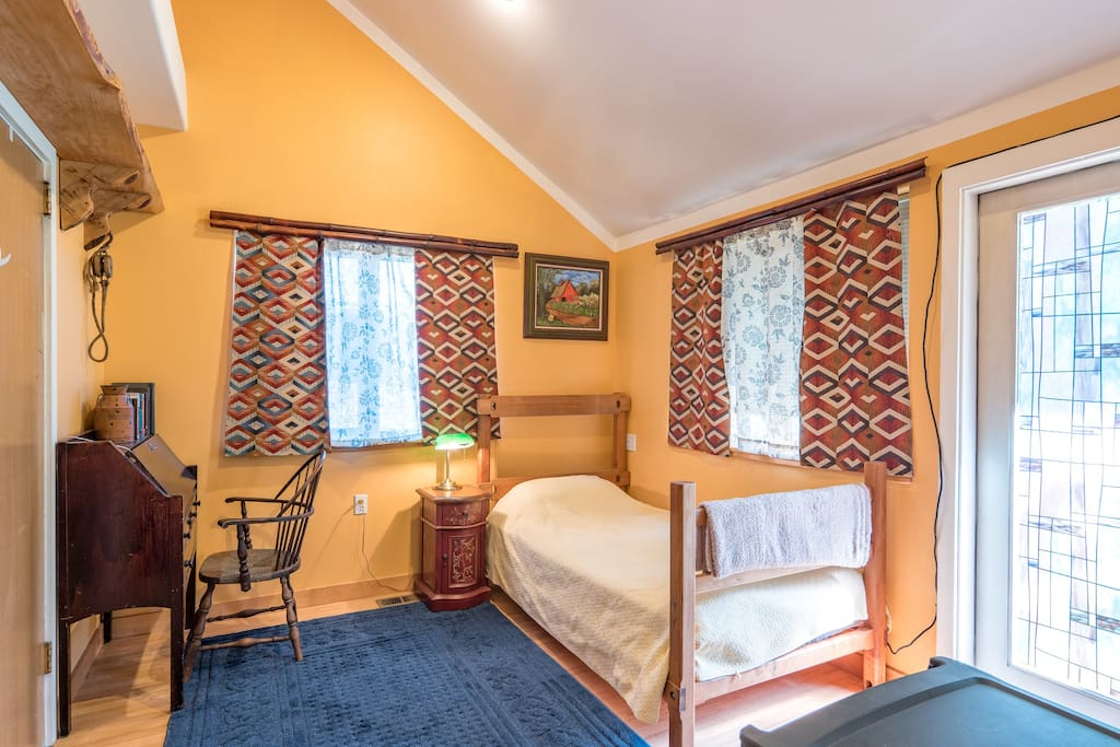 cozy private bedroom close to max sleeps 2 houses for rent in milwaukie oregon united states