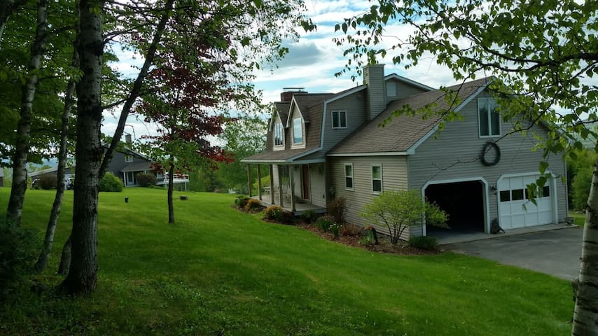 Best view in Littleton- Best location 3 br/2.5 bth