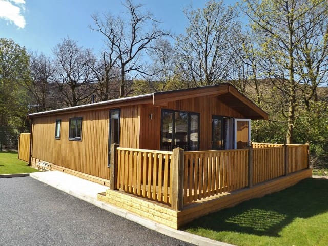 Spa Lodge 2, Dovestone Holiday Park - Greenfield - Houten huisje