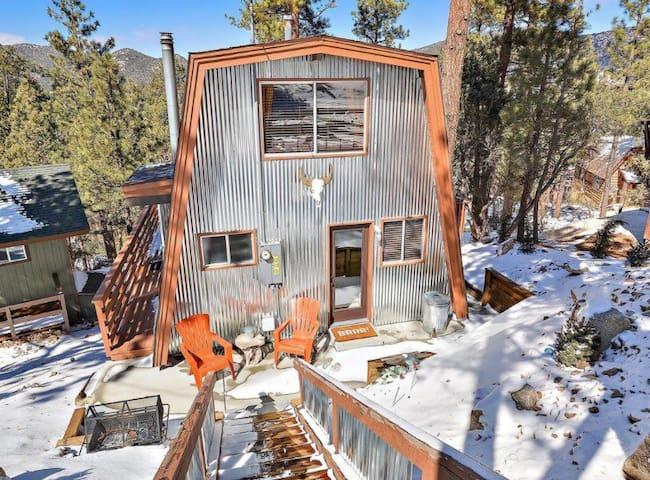 Crazy Pines- Cozy Cabin Retreat!