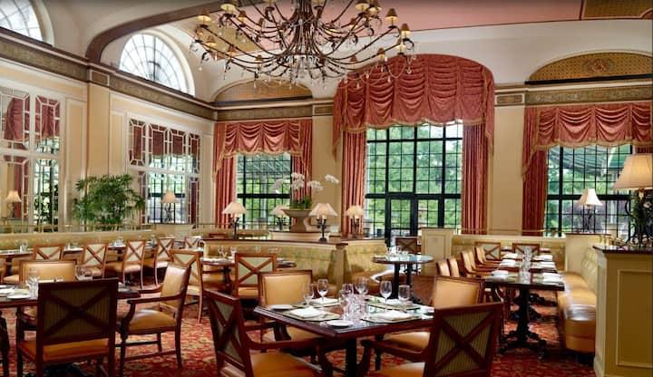 Pretty Suite Classic At Good Location