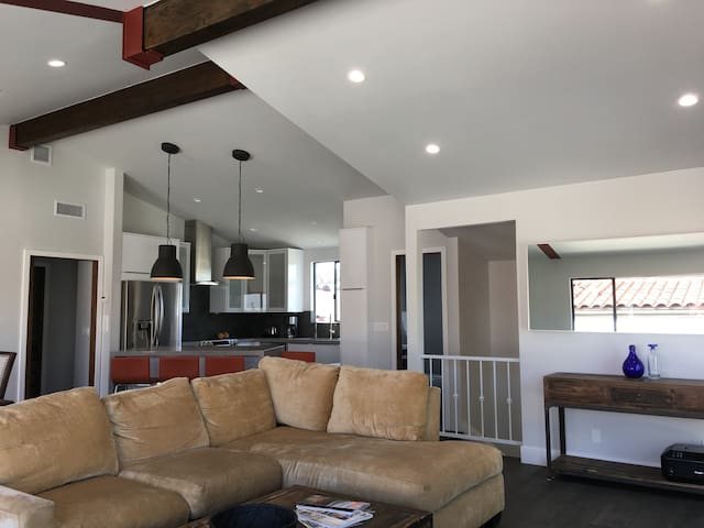 Beautiful New Loft Style Home + Harbor & Mt Views - Los Angeles County - Townhouse